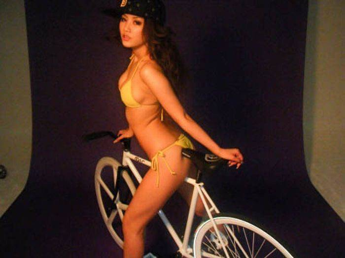 Dziewczyny na rowerach 36