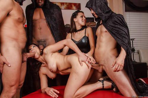 MommyGotBoobs.com - Nicki Hunter - Sorority Sex House