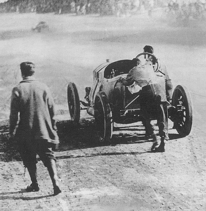 Pierwsze wyścigi samochodowe 40