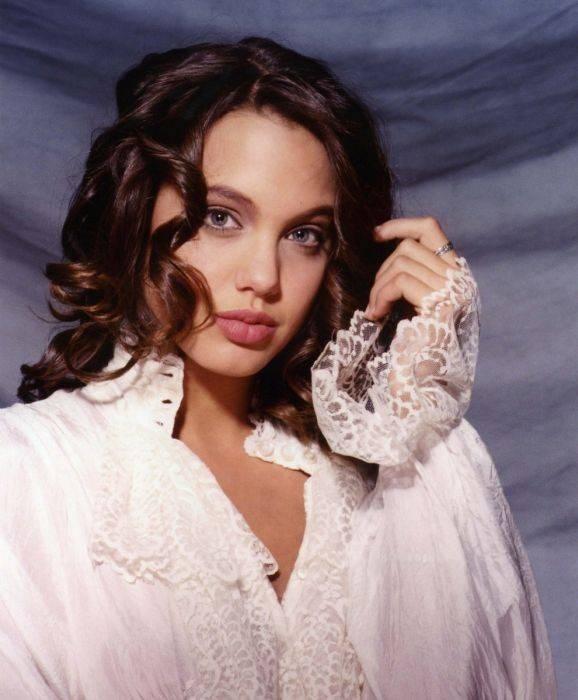 Młoda Angelina Jolie 18