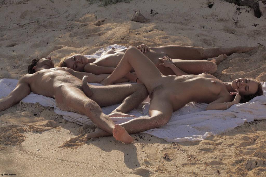фото на нудистском пляже эрекция