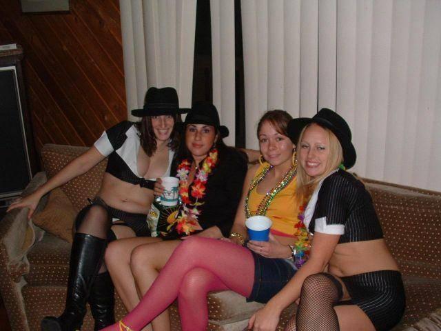 Niegrzeczne dziewczyny imprezują 12
