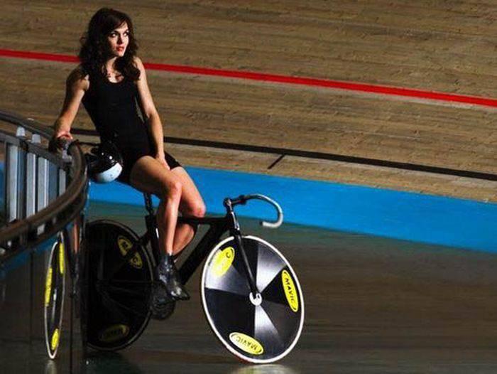 Dziewczyny na rowerach 37