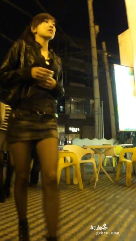 超短牛仔裙的黑丝腿好性感