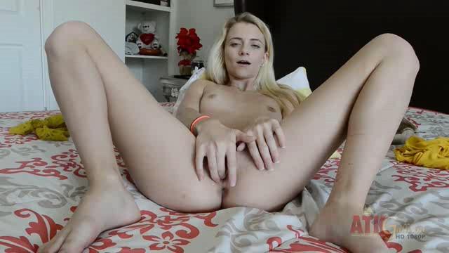 ATKGalleria 18 12 06 Riley Starr Masturbation XXX