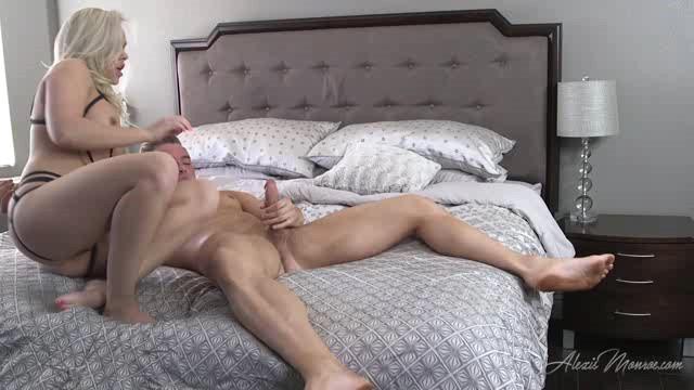 AlexisMonroe 18 04 21 Ass Play Squirt XXX