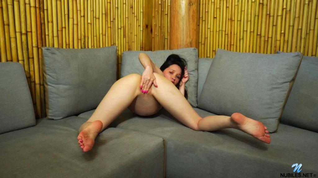 Nubiles 20 05 30 Rosie Riches Rosies Orgasm XXX 1080p MP4-KTR