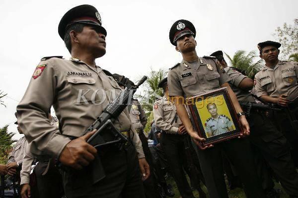 638386445b0e79dd8fa63c8a3197d011e86c2c9 Duka Keluarga Korban Penyerangan Polsek Hamparan Perak Deli Serdang